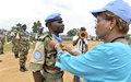 Six cent cinquante Casques bleus du 23e Bataillon du Niger décorés par la Représentante spéciale avant leur départ définitif de Tabou et de la Côte d'Ivoire